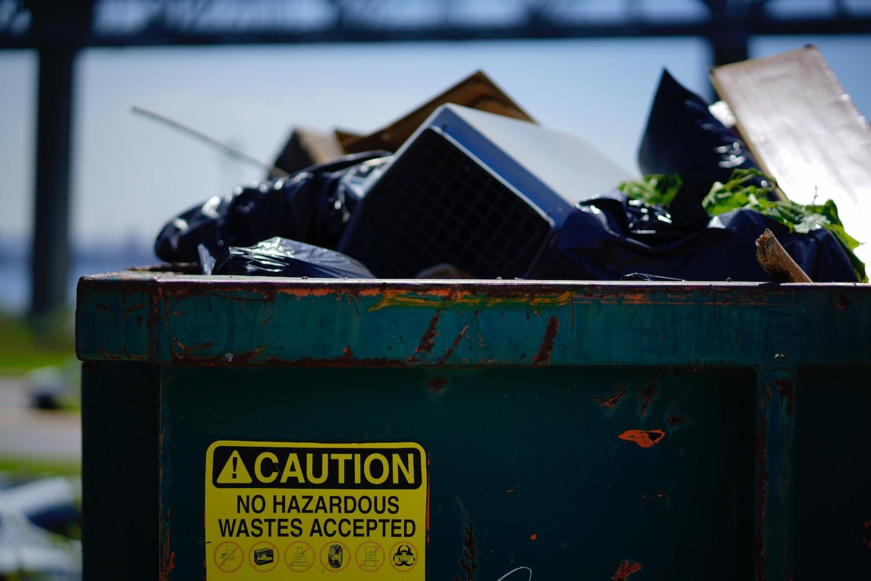 Huisraad of grofvuil afvoeren via een afzetbak - ContainerHurenIn.nl